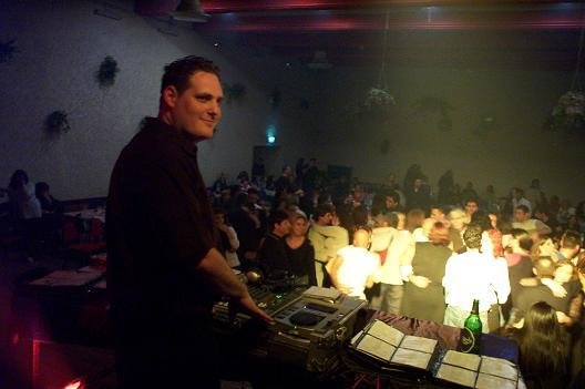DJ איציק אהרון
